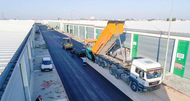 Büyükşehir'den sanayiciye asfalt hizmeti